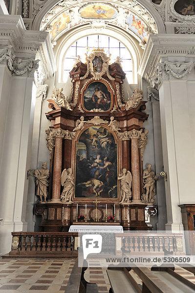 Seitenaltar  Dom St. Stephan  Passau  Bayern  Deutschland  Europa