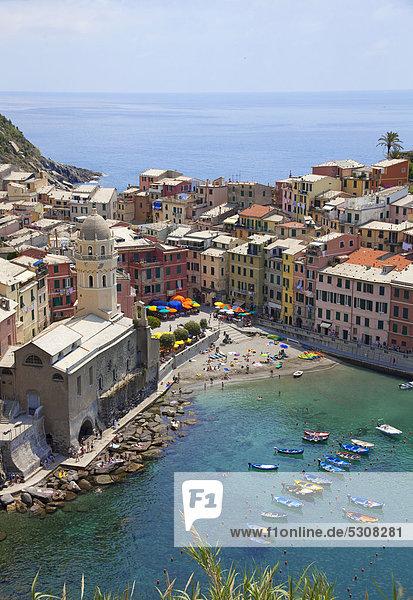 Europa Kirche Dorf angeln UNESCO-Welterbe Cinque Terre Italien Ligurien Vernazza Provinz La Spezia