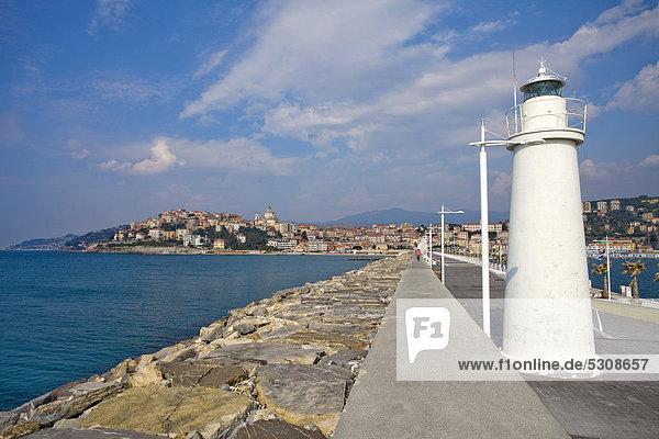 Fischereihafen Fischerhafen Hafen Europa Eingang Küste Großstadt Leuchtturm Imperia Italien Ligurien Porto