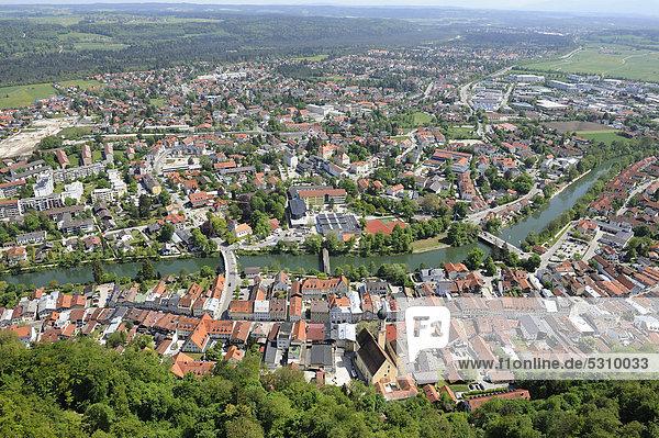 Luftaufnahme Wolfratshausen mit Loisach  Oberbayern  Deutschland  Europa