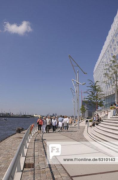 Tourists  Unilever building  HafenCity  Hamburg  Germany  Europe