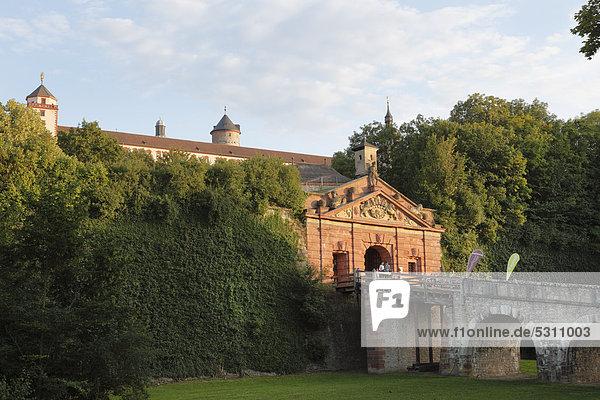 Neutor  Festung Marienberg  Würzburg  Unterfranken  Franken  Bayern  Deutschland  Europa  ÖffentlicherGrund