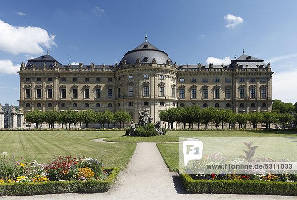 Südgarten mit Skulpturengruppe Raub der Europa  Hofgarten der Würzburger Residenz  Würzburg  Unterfranken  Franken  Bayern  Deutschland  Europa
