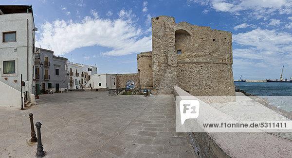 Lungomare Santa Maria in front of the Castello Monopoli  Monopoli  Apulia  Southern Italy  Italy  Europe