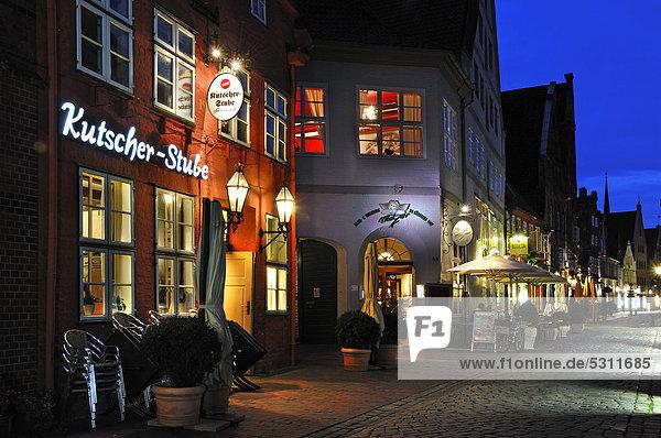 Städtisches Motiv Städtische Motive Straßenszene Straßenszene Europa Nacht Restaurant Cafe Deutschland Niedersachsen Lüneburg