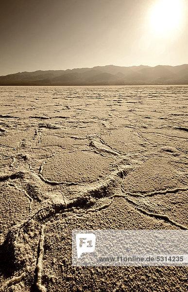 Salzpfanne  Salzkristalle  Badwater Basin  Death Valley National Park  Mojave-Wüste  Kalifornien  Vereinigte Staaten von Amerika  USA