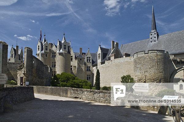 Schloss  Chateau de Montreuil-Bellay  erbaut 13. bis 15. Jahrhundert  noch heute bewohnte mittelalterliche Burg  Montreuil-Bellay  Maine-et-Loire  Loiretal  Frankreich  Europa