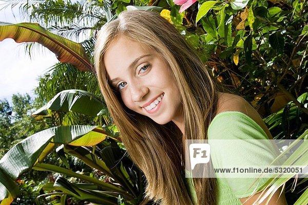 Jugendlicher  Fröhlichkeit  Garten  Sonnenlicht  Nachmittag  Mädchen