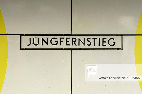 Jungfernstieg  U-Bahn Schild  Hansestadt Hamburg  Deutschland  Europa Jungfernstieg, U-Bahn Schild, Hansestadt Hamburg, Deutschland, Europa
