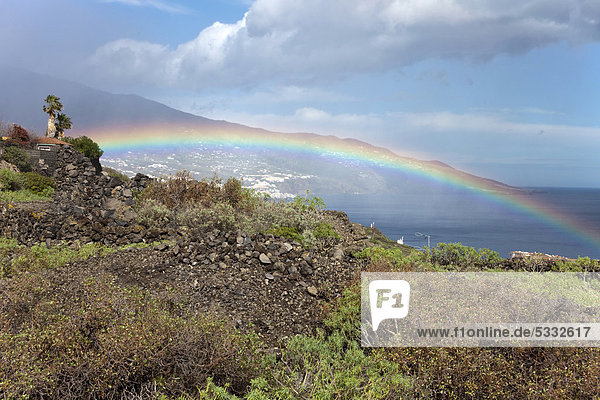 Regenbogen  bei Mazo  La Palma  Kanarische Inseln  Spanien  Europa  Atlantischer Ozean