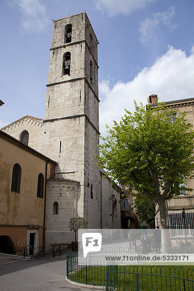 Glockenturm der Kathedrale Notre-Dame du Puy  dreischiffige Basilika aus der Zeit um 1200  Altstadt von Grasse  DÈpartement Alpes-Maritimes  Südfrankreich  Frankreich  Europa