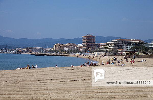 Frankreich Europa Mensch Menschen Strand Cote d Azur Alpes-Maritimes Südfrankreich