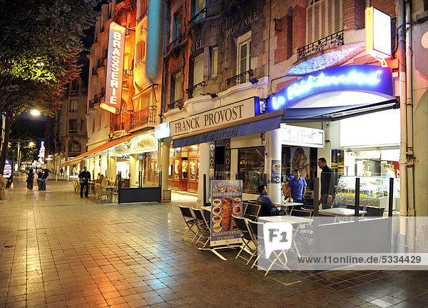 Nachtaufnahme  Restaurants  Reims  Champagne-Ardenne  Frankreich  Europa  ÖffentlicherGrund