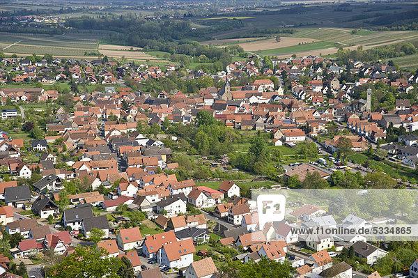 Blick von Burg Landeck auf Klingenmünster  Deutsche Weinstraße  Pfalz  Rheinland-Pfalz  Deutschland  Europa