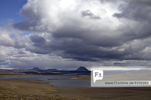 Wolkenstimmung an der Hochlandroute Sprengisandur  Südisland  Island  Europa