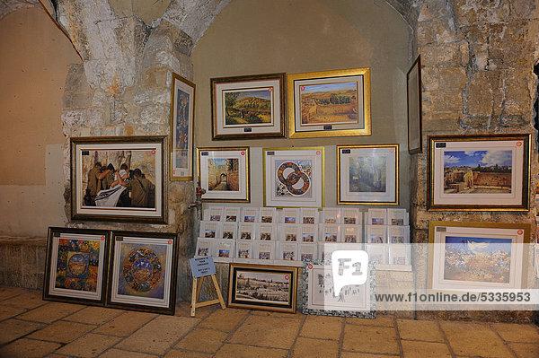 Verkauf von Gemälden im Jüdischen Viertel  Verlängerung des Cardo  Altstadt Jerusalem  Israel  Naher Osten  Vorderasien