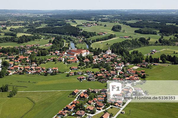 Beuerberg mit Kloster und Loisach  Gemeinde Eurasburg  Luftbild  Oberbayern  Bayern  Deutschland  Europa
