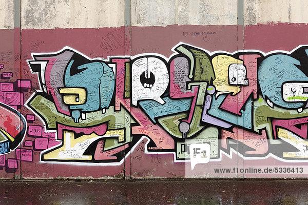 Protestantische Wandmalerei an Friedensmauer  Peace lines  Shankill  West Belfast  Nordirland  Irland  Großbritannien  Europa  ÖffentlicherGrund Protestantische Wandmalerei an Friedensmauer, Peace lines, Shankill, West Belfast, Nordirland, Irland, Großbritannien, Europa, ÖffentlicherGrund