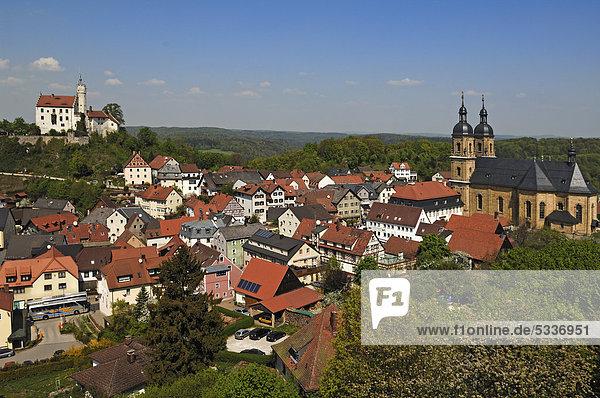 Blick auf Gößweinstein mit Burg und rechts die Basilika  Gößweinstein  Oberfranken  Bayern  Deutschland  Europa