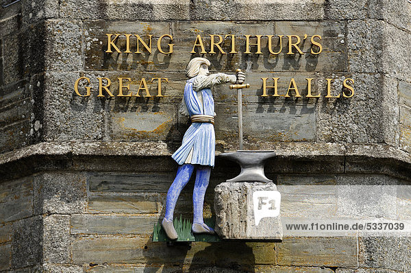 Figure above the entrance to King Arthur's Great Halls  a museum of the history of King Arthur  Fore Street  Tintagel  Cornwall  England  United Kingdom  Europe