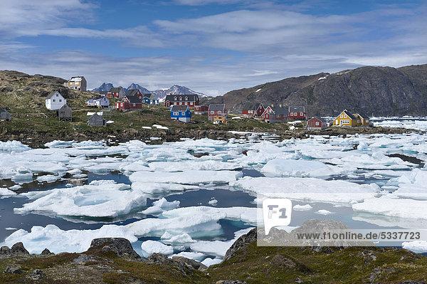 Eisscholle Gebäude Kulusuk Grönland