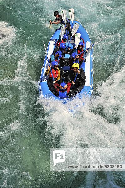 Floß auf der olympischen White Water Centre-Strecke  London 2012  Waltham Abbey  England  Großbritannien  Europa
