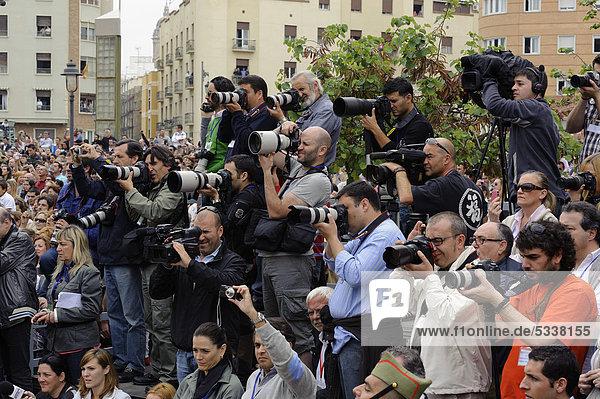 Pressefotografen bei der Semana Santa  Karwoche in Malaga  Andalusien  Spanien  Europa