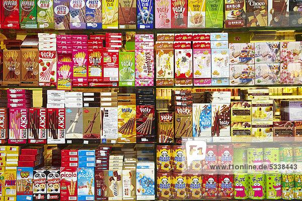 Schaufenster mit chinesischen Produkten in China Town  London  England  Großbritannien  Europa