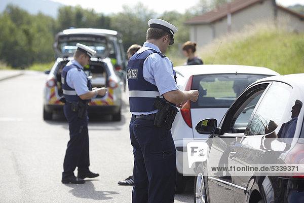 Verkehrskontrolle der Polizei  Koblenz  Rheinland-Pfalz  Deutschland  Europa