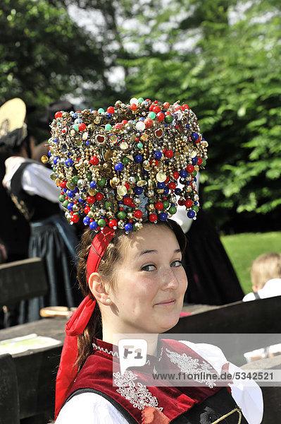 Frau mit Trachtenschmuck  Portrait  1. Internationaler Bodensee-Trachtentag 22. Mai 2011  Insel Mainau  Bodensee  Baden-Württemberg  Deutschland  Europa