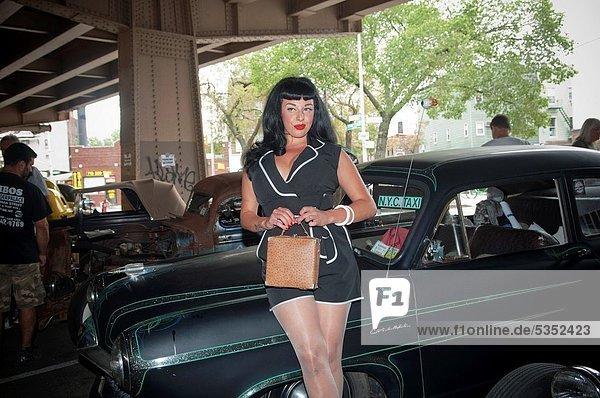 Frau  Pose  Fotografie  Auto  Wärme  unterhalb  töten  Nachbarschaft  jung  Autobahn  neu  Stange  Show