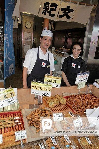 zeigen  Frau  Mann  Frische  Tokyo  Hauptstadt  kaufen  for sale  Japan  Tsukiji-Fischmarkt