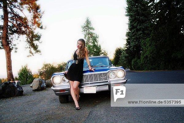 Vereinigte Staaten von Amerika  USA  Impala  Aepyceros melampus  Frau  jung  Chevrolet