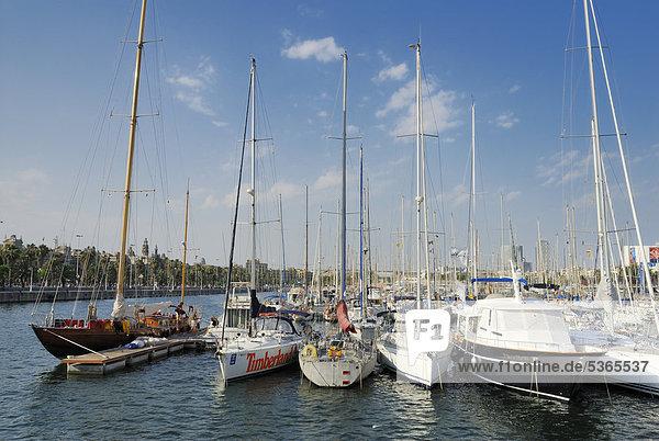 Segelyachten im Hafen  Port Vell  Barcelona  Katalonien  Spanien  Europa  ÖffentlicherGrund