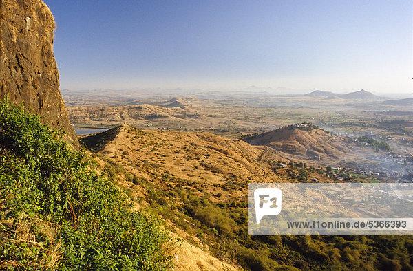 Hügel oberhalb von Trmbak  der Quelle des heiligen Flusses Godavari  Trmbak  Maharashtra  Indien  Asien