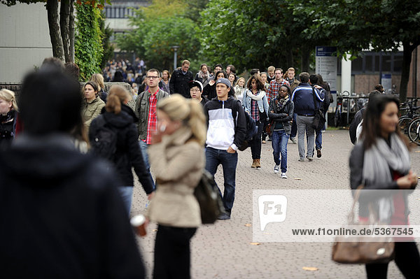 Start of university  freshers week  welcoming new students to university  Heinrich-Heine Universitaet  Duesseldorf  North Rhine-Westphalia  Germany  Europe