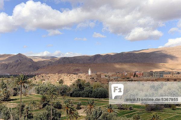 Nordafrika Stadt Fernverkehrsstraße vorwärts Afrika Marokko Oase