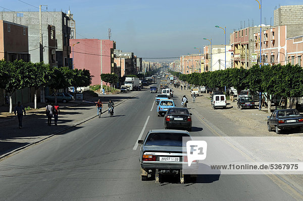 Vorortstraße Richtung Agadir  Marokko  Maghreb  Nordafrika  Afrika