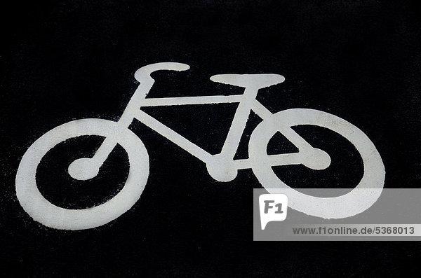 Fahrradweg  Piktogramm eines Fahrrads auf dem Boden