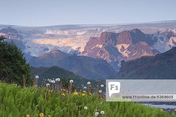 M_rdalsjoekull Glacier above the dormant Katla volcano  seen from _Ûrsmoerk  Iceland  Europe