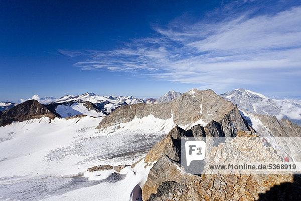 Aussicht beim Aufstieg zum Hohen Angulus  Ortlergebiet  hinten der Ortler  König und Vertainspitz  Südtirol  Italien  Europa