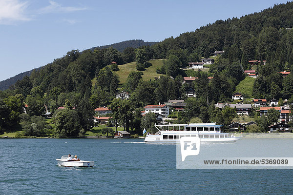 Leeberg  Tegernsee  Blick von Rottach-Egern  Oberbayern  Bayern  Deutschland  Europa  ÖffentlicherGrund