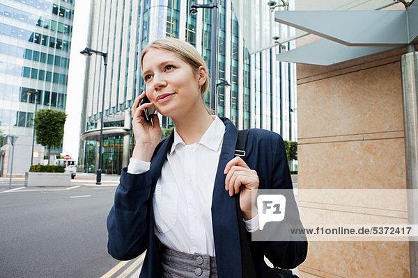 Geschäftsfrau in Stadt
