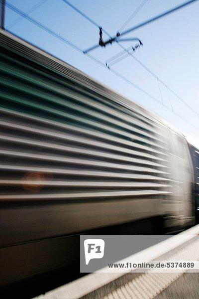 hoch  oben  passen  Rom  Hauptstadt  Plattform  Italien  Geschwindigkeit  Haltestelle  Haltepunkt  Station  Zug