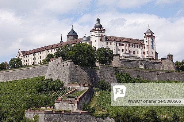 Deutschland  Bayern  Würzburg  Blick auf die Festung Marienberg