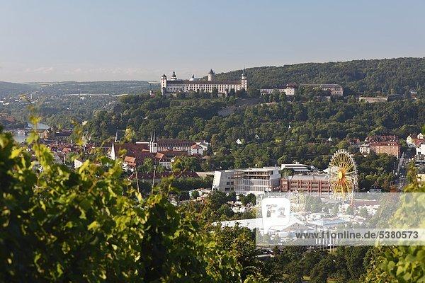 Deutschland  Bayern  Würzburg  Blick auf Kiliani Messe und Festung Marienberg