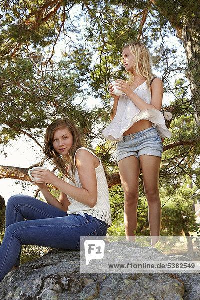 Jugendlicher  Wald  Kaffee  Mädchen