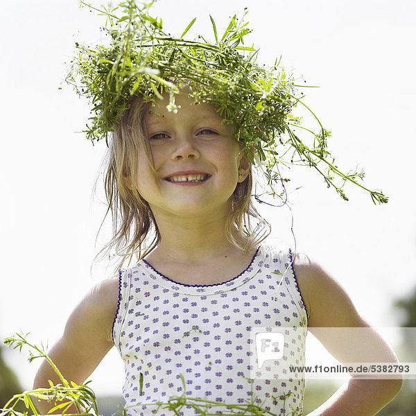 lächeln  Kleidung  Wiese  Mädchen  Krone lächeln ,Kleidung ,Wiese ,Mädchen ,Krone