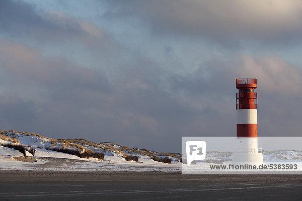 Düne mit Leuchtturm  Helgoland  Schleswig-Holstein  Deutschland  Europa
