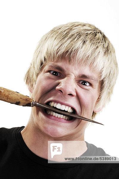 Messer Zwischen Den Zähnen